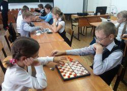 Правила игры в шашки для начинающих детей