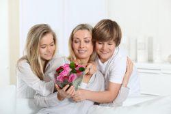 Как поздравить маму в день матери своими руками