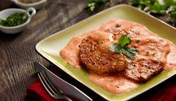 свинина в сметанном соусе на сковороде
