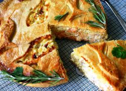 пирог с рисом и рыбными консервами
