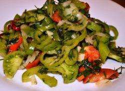 Салат с зелеными солеными помидорами
