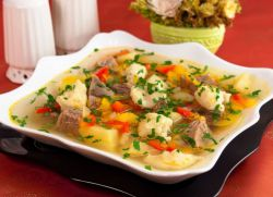 суп на свином бульоне с клецками