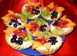 корзиночки из песочного теста с фруктами