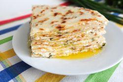 сырные лепешки с творогом и зеленью