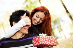 какой подарок девушке на годовщину знакомства