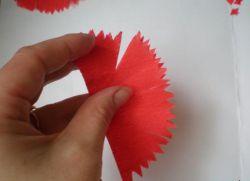 гвоздика из гофрированной бумаги9