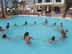 Игры у бассейна фото 373-639