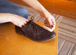 Как восстановить замшевую обувь?