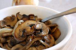 Жареные шампиньоны со сметаной Жареные грибы