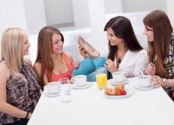 застольное знакомство гостей за столом