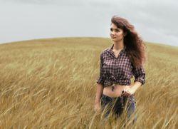 Фотосессия в поле летом