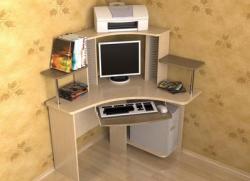 малогабаритный компьютерный стол 1