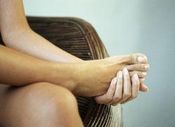 Фото ноги девушки которые болят