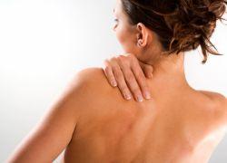Прыщи на плечах у женщины причины