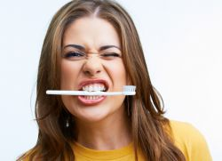 Шатаются зубы что делать