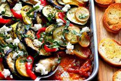 Баклажани, запечені з сиром і помідорами