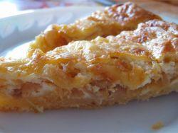 Цибульний пиріг – рецепт з плавленим сиром