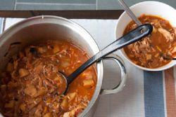 Мясные щи из свежей и квашенной капусты – рецепт