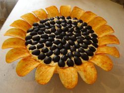 Салат подсолнух с кукурузой и грибами