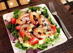 Салат з креветками і крабовими паличками