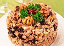 Салат з куркою і волоськими горіхами