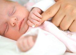 Ребенок 2 недели не спит и плачет