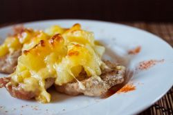 мясо по французски из свинины с ананасами