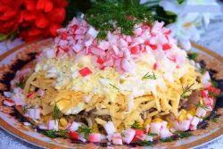 салат кукуруза грибы крабовые палочки