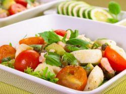 Как приготовить салат из помидоров и моцареллы