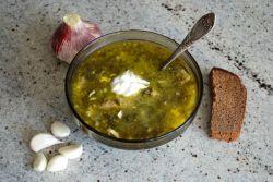 зеленый борщ с крапивой и щавелем