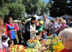 празднование яблочного спаса