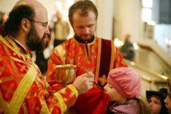 обязательно ли причащаться после крещения