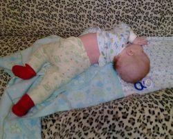 Ребенок закидывает голову назад когда спит