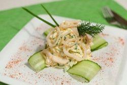Салат кальмар с огурцом