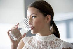 сколько нужно воды человеку