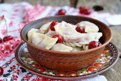 Вареники з замороженої вишнею - рецепт