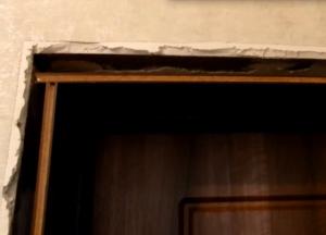 Как отделать проем входной двери