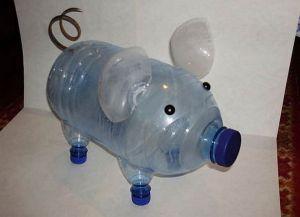 Поделки из пластиковых бутылок для дачи16