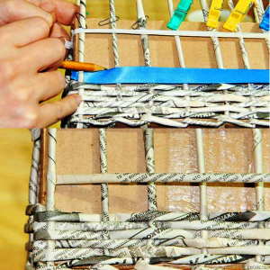 поделки из газетных трубочек для начинающих пошагово 15