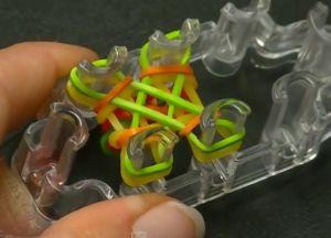 браслеты из резинок на маленьком станке (15)
