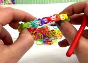браслеты из резинок на маленьком станке (31)