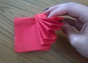 Как сложить бумажные салфетки для сервировки стола 3