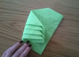 Как сложить бумажные салфетки для сервировки стола 13
