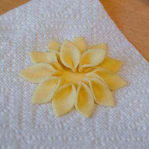 Как делать цветы из мастики 4