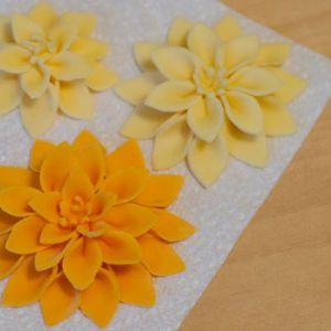 Цветы из вырубок из мастики как сделать