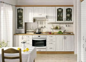 интерьер кухни со светлым полом 3