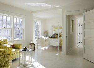 интерьер спальни со светлым полом 2