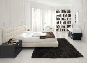 интерьер спальни со светлым полом 3