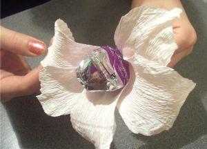 цветы из конфет своими руками34