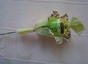 цветы из конфет своими руками46
